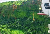साहसिक पर्यटक पर्खंदै अग्लो बन्जी पुल
