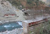 अनुगमन संयन्त्र अभावमा निर्माणाधीन पुल अलपत्र