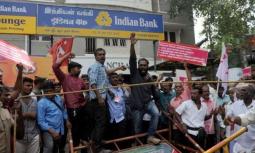 भारतका बैंकमा हड्ताल, बचतकर्ता तनाबमा