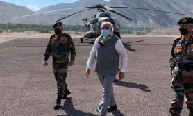 सेना प्रमुखसहित लद्दाख पुगे भारतीय प्रधानमन्त्री