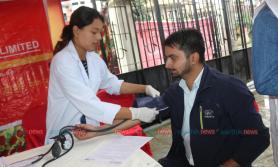 सनराइज  बैंकले १२औं वार्षिकोत्सवमा देशैभर रक्तदान गर्दै (फाेटाे फिचरसहित)