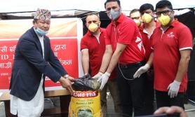 एनआइसी एशिया बैंकद्धारा   मजदुरलाई खाद्यान्न वितरण