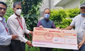 महालक्ष्मी विकास बैंकद्वारा कोरोनाका कारण आर्थिक अभावमा परेका परिवारलाई राहत वितरण