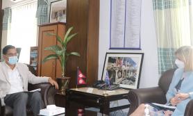 अर्थमन्त्री शर्मा र बेलायतका राजदुत पोलिटबिच शिष्टाचार भेट