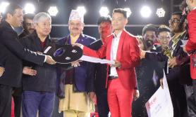 'द भ्वोइस अफ नेपाल सिजन २'का विजयीले पाए ड्याट्सन गाडी