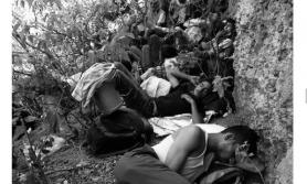 भारतको ओढारमा नेपालीः प्रहरीले लाट्ठी हान्छ, गाउँलेले हँसिया