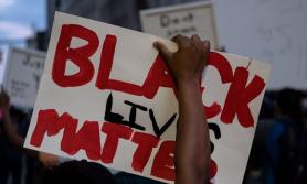 अमेरिकामा वृद्धा अश्वेत नागरिकमाथि दुव्र्यवहार