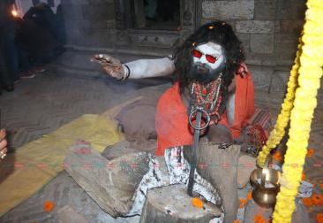 महाशिवरात्रिः पशुपतिमा नागा बाबाहरुको रुप यस्ताे देखियाे [फाेटाे फिचर]