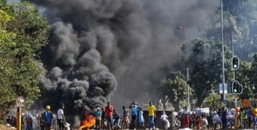 दक्षिण अफ्रिकामा भड्किएको हिंसामा भारतीयहरु 'टार्गेट'