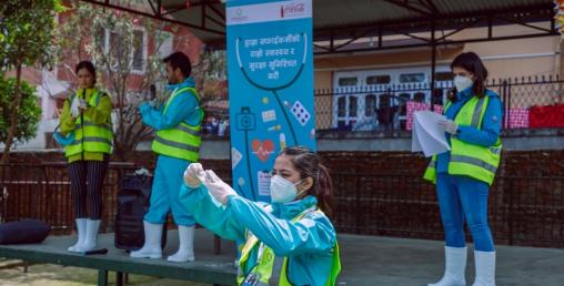 कोका-कोलाद्वारा नेपालका ३२०० वेस्ट वर्करहरुलाई राहत वितरण