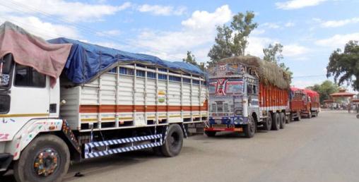 भारतबाट एकैदिन ८५ वटा खाद्यान्न र तरकारी बोकेका ट्रक नेपाल भित्रिए