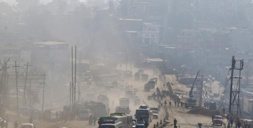 उपत्यकामा गाडी : प्रदूषित धुवाँ फ्याँक्ने आधाभन्दा बढी