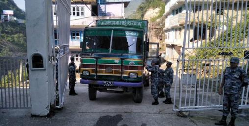 तातोपानीबाट आयात शुरु, चिनियाँ सामग्री नेपाल भित्रिन थाल्यो