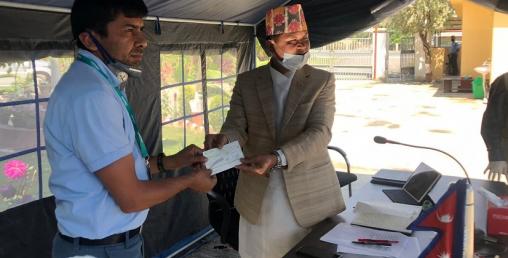 सिटिजन्स बैंकद्वारा ७ वटै प्रदेशलाई  ७-७ लाखको सहयोग