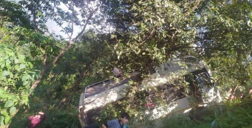 सिन्धुपाल्चोकमा बस दुर्घटना, २० जना घाइते