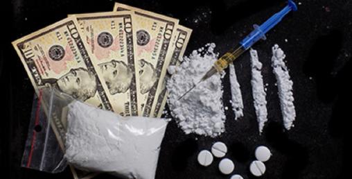 ९ सय ग्राम खैरो हेरोइन र अवैध डलर सहित पक्राउ