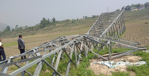 ललितपुरमा लोडसेडिङको सम्भावना बढ्यो, निर्माणधीन प्रसारणलाइनका टावर ढालिए