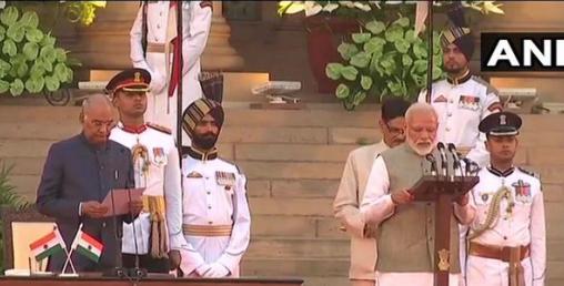 भारतको १५औँ प्रधानमन्त्रीका रुपमा मोदीद्वारा सपथग्रहण