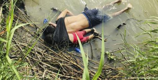 अमेरिका सीमा नदी रियो ग्रान्डेमा डुबेर मृत्यु भएका बाबुछोरीको दाहसंस्कार