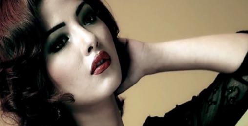 विकिनी क्यून साम्राज्ञी राज्यलक्ष्मीलाई महिला अंगरक्षक