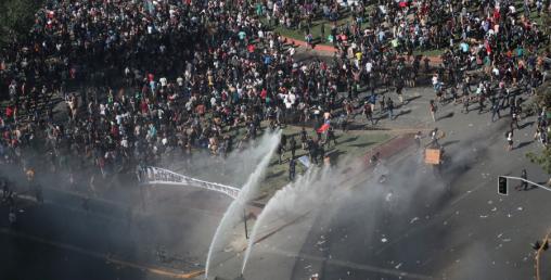 चिलीमा भाडा बढाइएको विरोध प्रदर्शनमा बीसको मृत्यु
