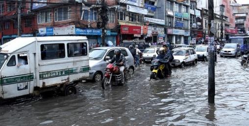 पानी परेसँगै राजधानीको ट्राफिक व्यवस्थापन अस्तव्यस्त