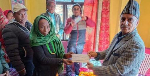 सन नेपाल लाइफले गर्यो सल्यानमा बीमा दावी रकम भुक्तानी