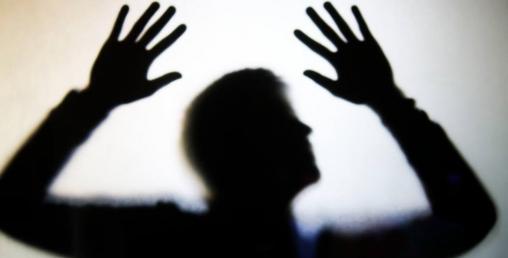 भारतमा कोरोना संक्रमितले अस्पतालभित्रै घाँटी काटेर आत्महत्या गरे