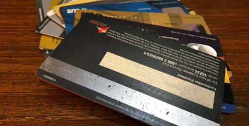 क्रेडिट कार्ड देखाउँदा किस्ताबन्दीमा माेबाइल !
