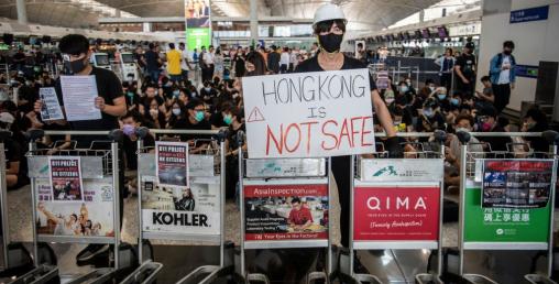 हङकङमा तनाव :  विमानस्थलदेखि पूरै सहर अस्तव्यस्त
