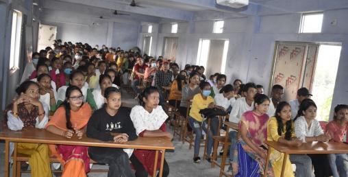 बेलौरी र टिकापुरमा 'युवा संग–महालक्ष्मी लाईफ'को जनचेतना कार्यक्रम सम्पन्न