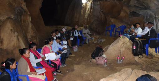 एशियाकै ठूलो गुफाभित्र कार्यपालिकाको बैठक
