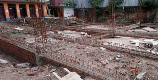 नक्सा पास र स्वीकृतिबिनै गुठी जग्गामा विद्यालय भवन निर्माण