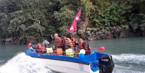 कालीगण्डकी नदीमा नेपाली झण्डा अंकित 'क्रुजसिप' सञ्चालन