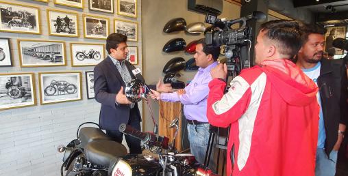 रोयल इनफिल्ड क्लासिक–३५० सीसी गनमेटल ग्रे अब नेपालमा (फोटो फिचर)