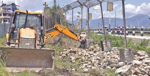 भत्काउँने र बनाउँने समन्वय नहुँदा काठमाडौंका सडकमा समस्या